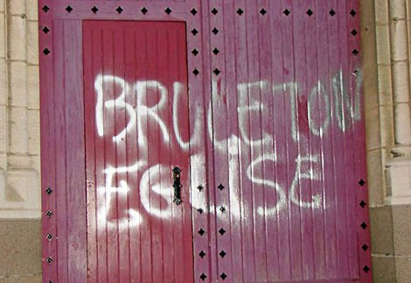 brule_ton_eglise
